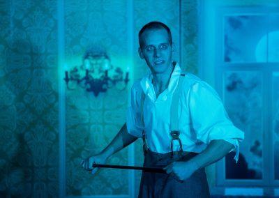 Dr. Jekyll & Mr. Hyde In der Irrenanstalt hat Mr Bradshaw das Sagen Foto Alexa Sommer -