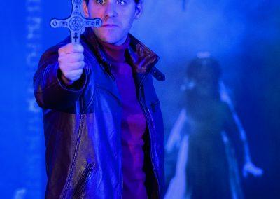 Geisterjäger John Sinclair_John Sinclair und seine stärkste Waffe das Kreuz Foto Alexa Sommer